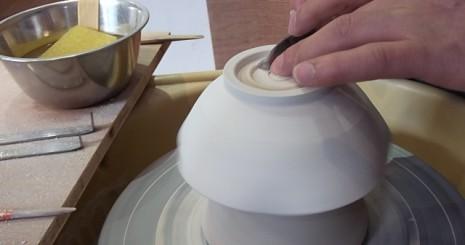 陶芸で丼を作る
